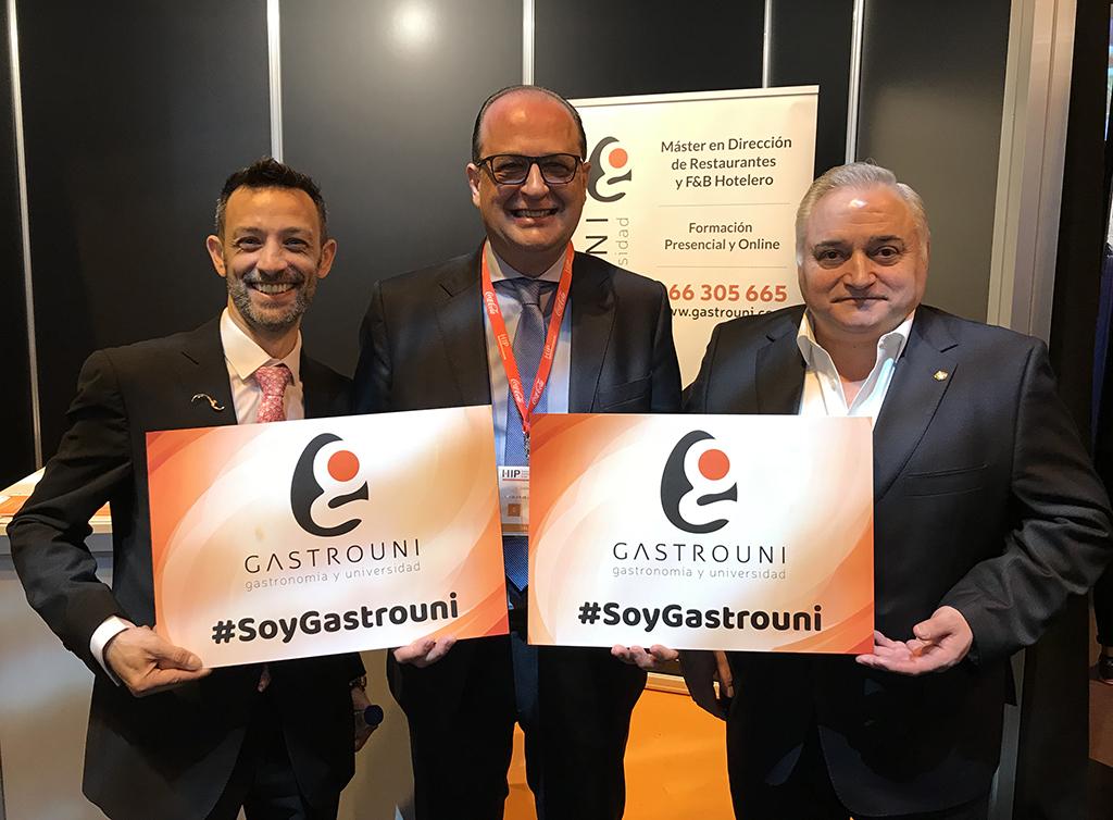 Didier Fertilati, Juan Moll y Antonio Cosmen en el stand Gastrouni en HIP