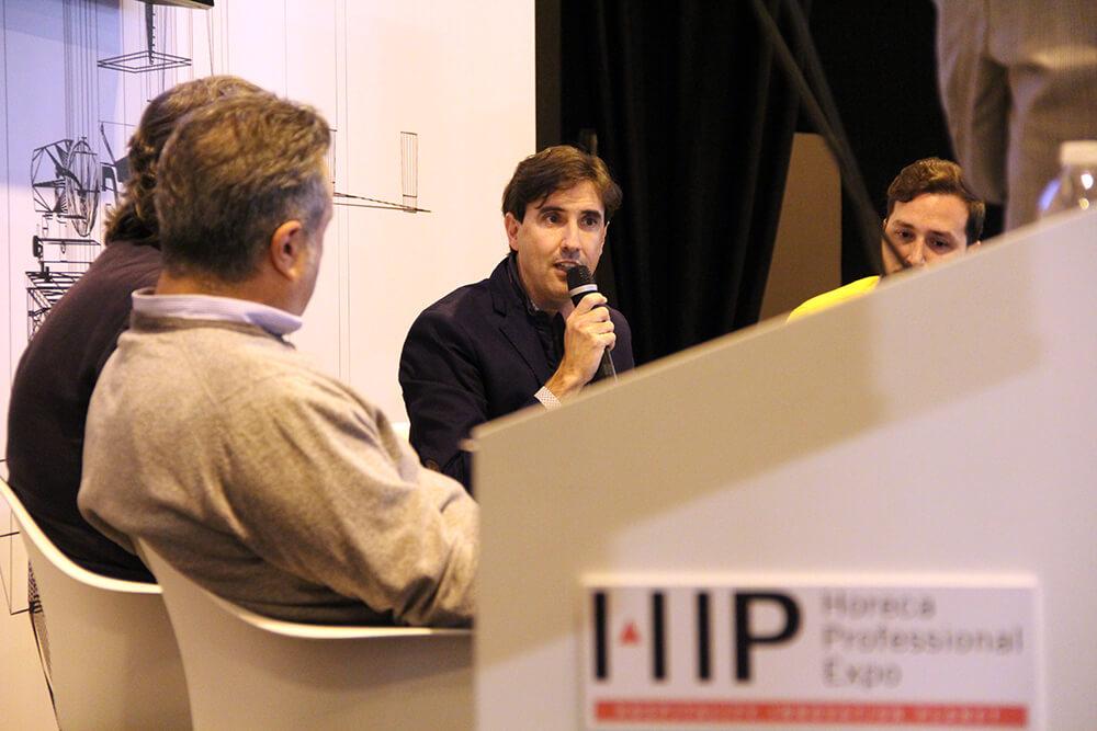 César Mariel participando en el espacio de Gastrouni en HIP2019